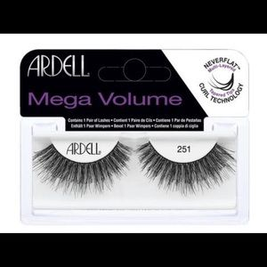 4 pairs of Ardell Mega Volume Lashes